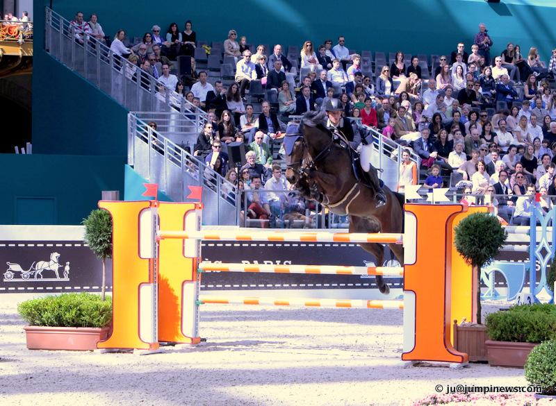 Alexandre Fontanelle et prime Time des Vagues au sommet mondial. Photo collection © jumpinews.com